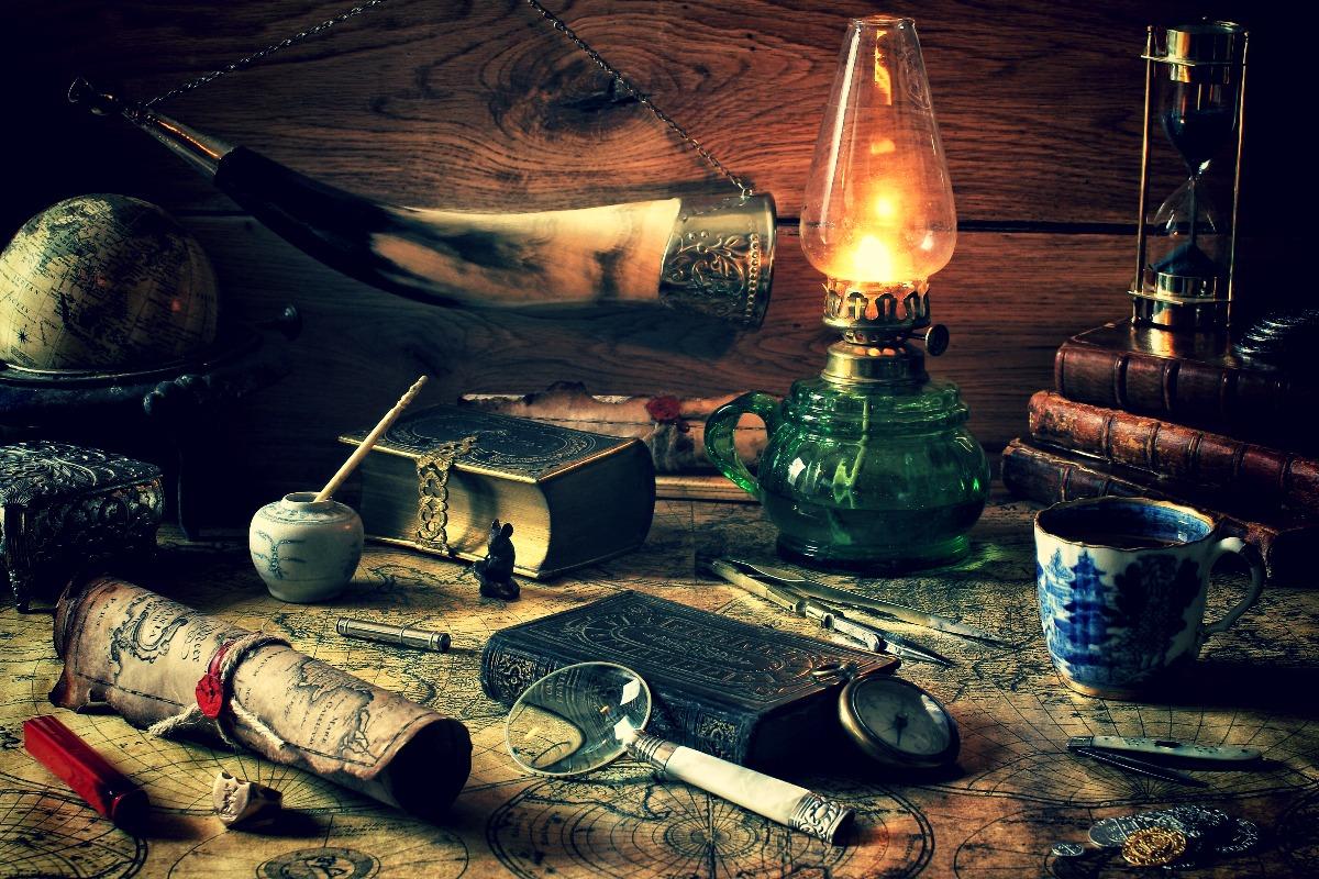 natyurmort-karta-knigi-lampa