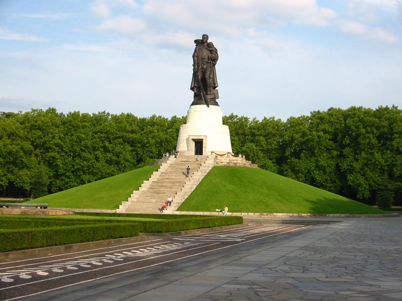 Памятник Воину-Освободителю в Берлине