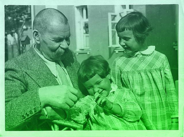 Горький-с-внуками-1930
