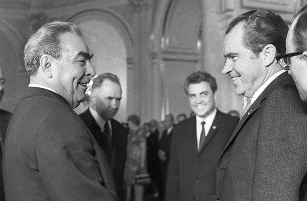 Леонид Брежнев и Ричард Никсон после подписание договора ОСВ-1.
